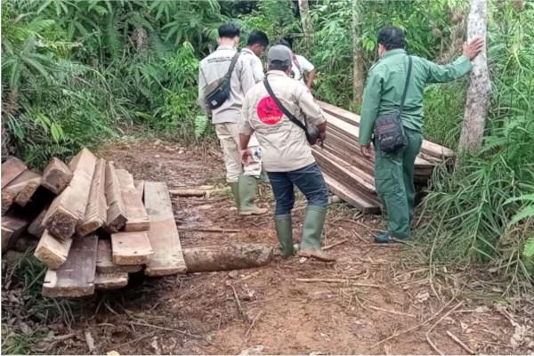 Joint Patrol in Hutaimbaru Luat Lombang, South Tapanuli, Sumatra (May 5, 2021)